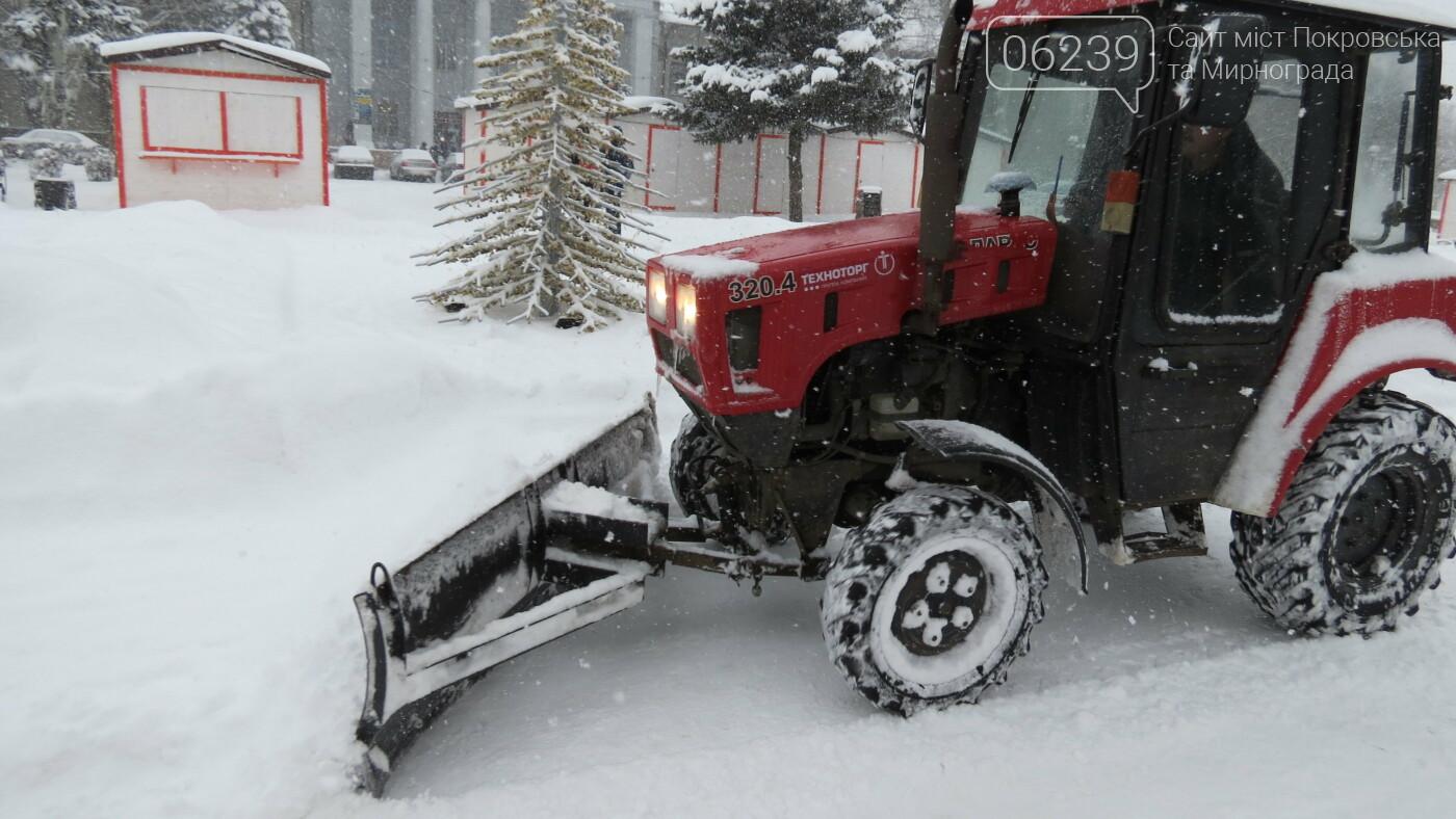 В Покровске с утра снегопад… работают коммунальщики и техника, фото-17