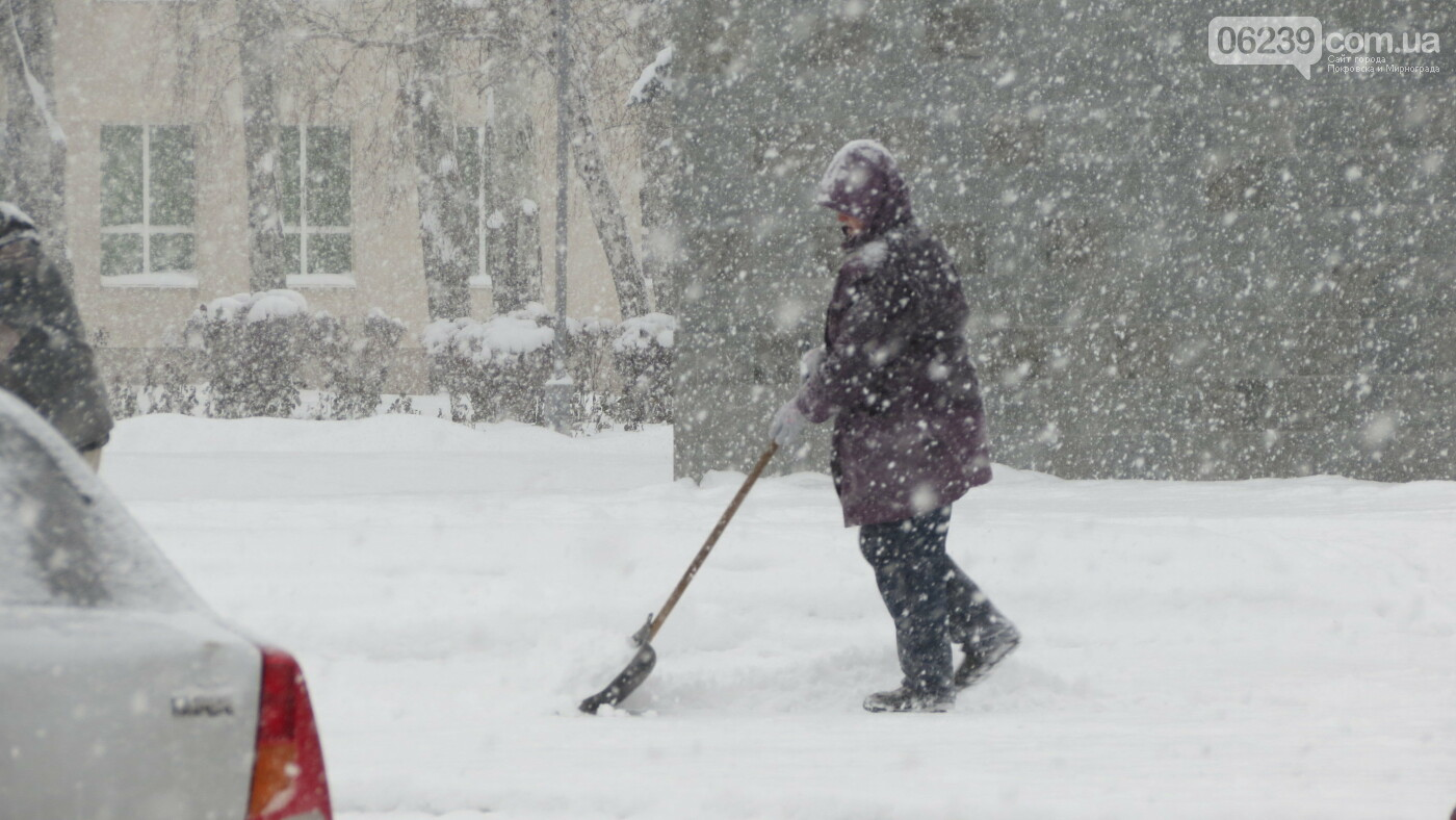 В Покровске с утра снегопад… работают коммунальщики и техника, фото-31