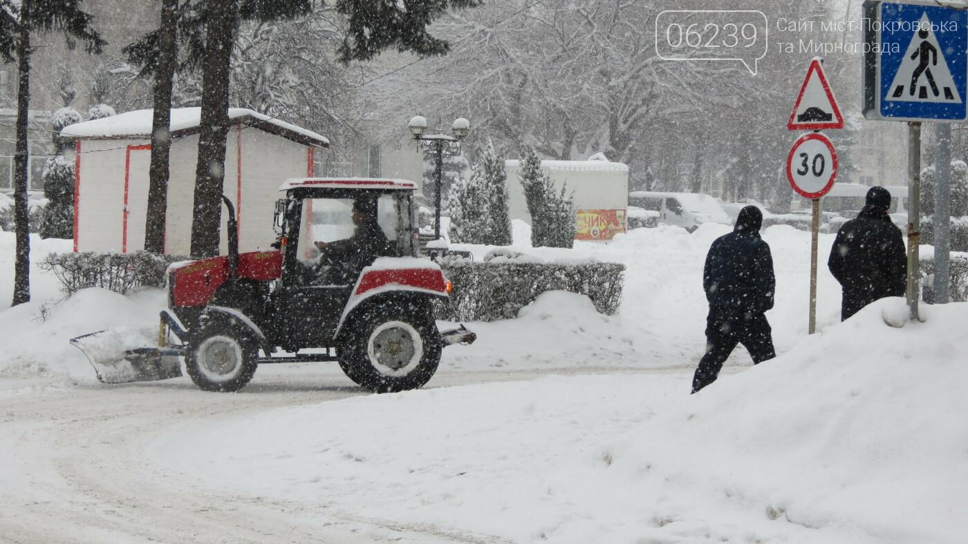 В Покровске с утра снегопад… работают коммунальщики и техника, фото-38