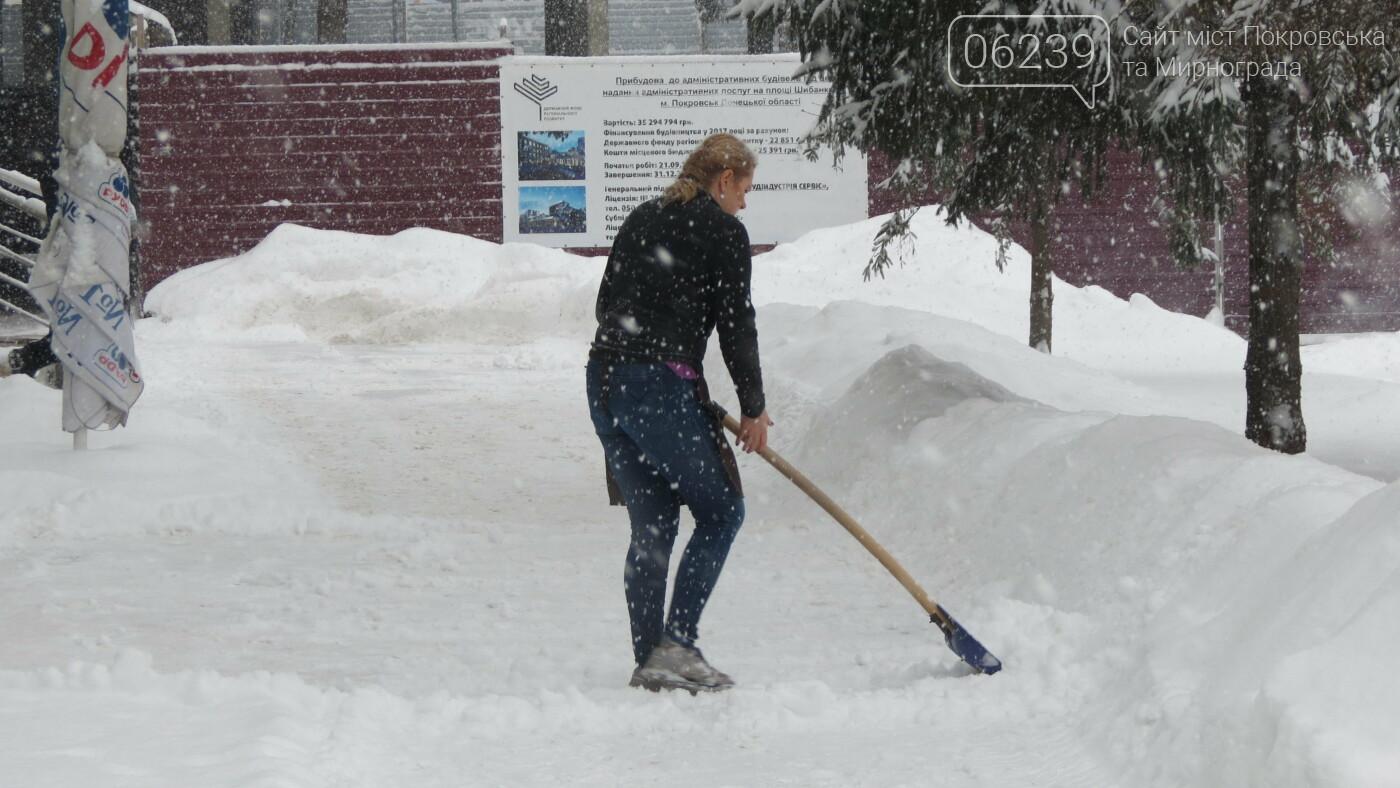 В Покровске с утра снегопад… работают коммунальщики и техника, фото-34