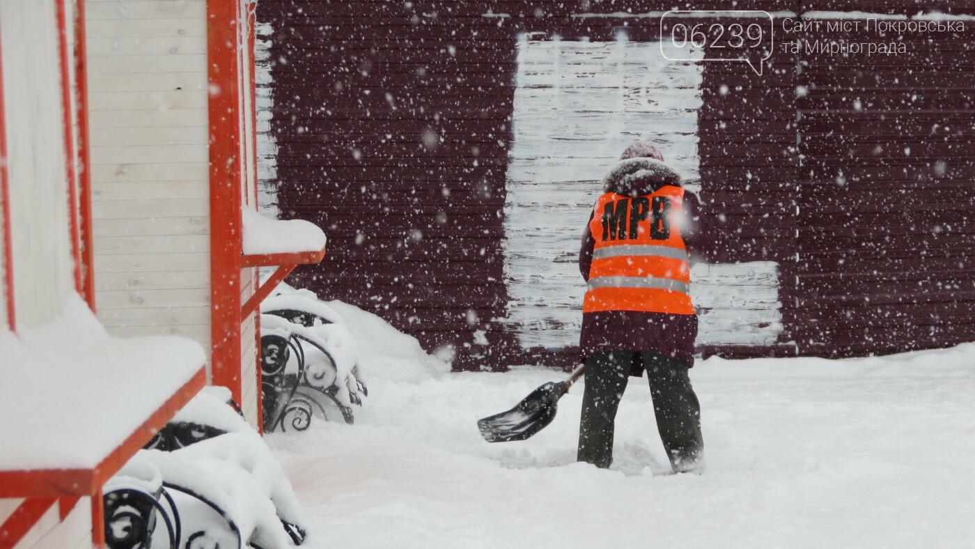 В Покровске с утра снегопад… работают коммунальщики и техника, фото-39
