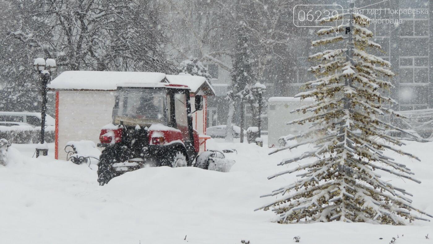 В Покровске с утра снегопад… работают коммунальщики и техника, фото-10