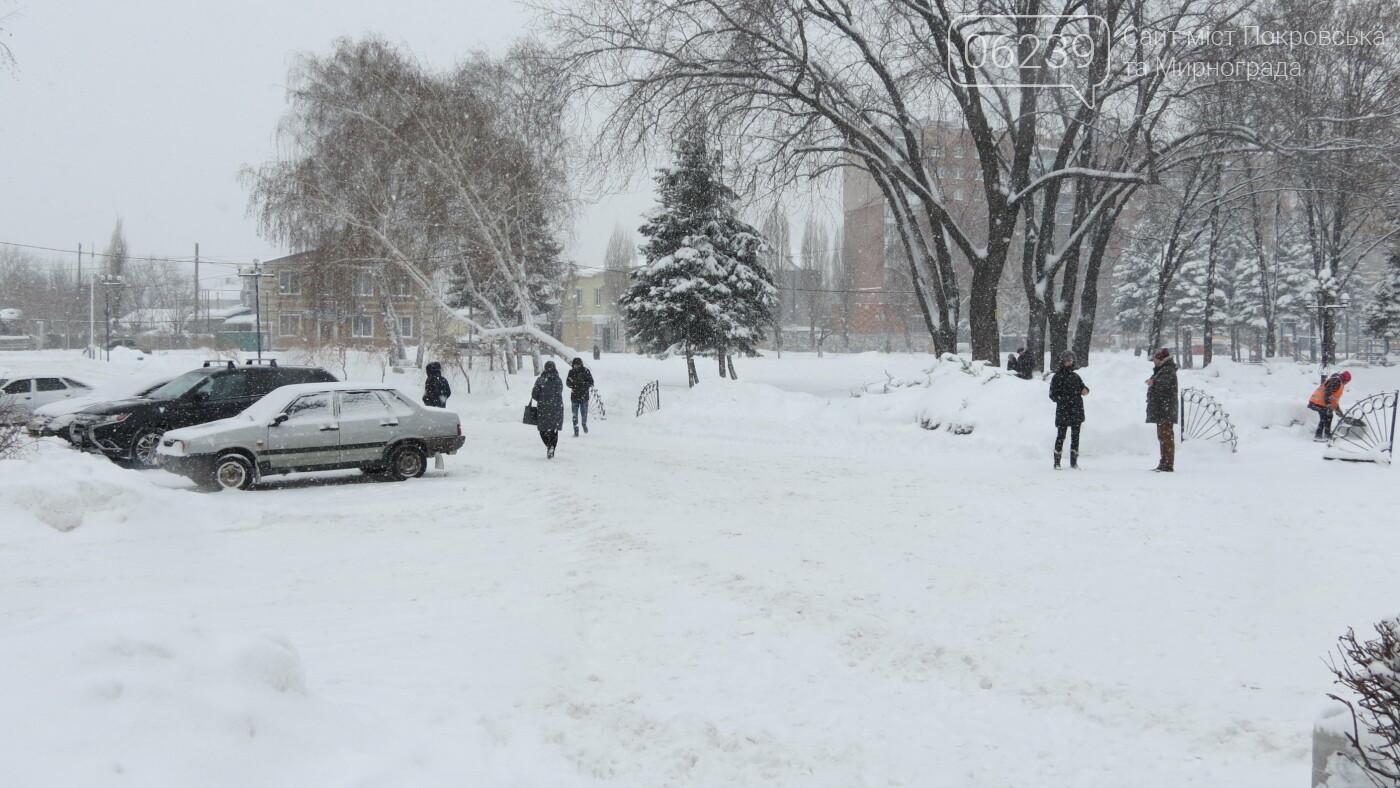 В Покровске с утра снегопад… работают коммунальщики и техника, фото-6