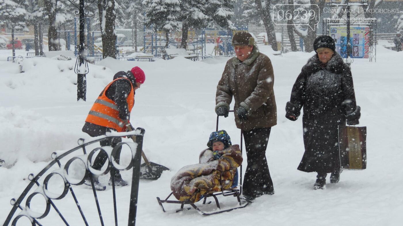 В Покровске с утра снегопад… работают коммунальщики и техника, фото-4