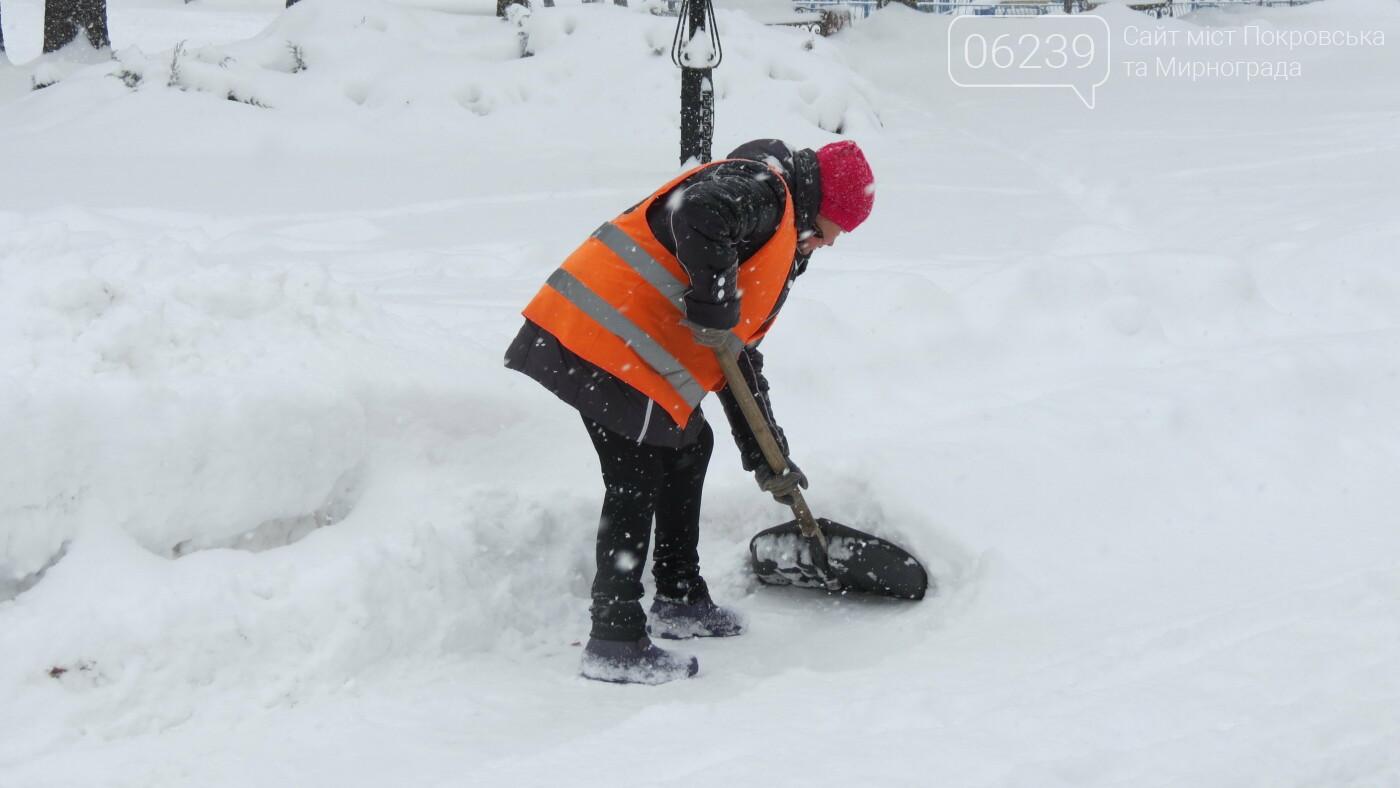 В Покровске с утра снегопад… работают коммунальщики и техника, фото-2