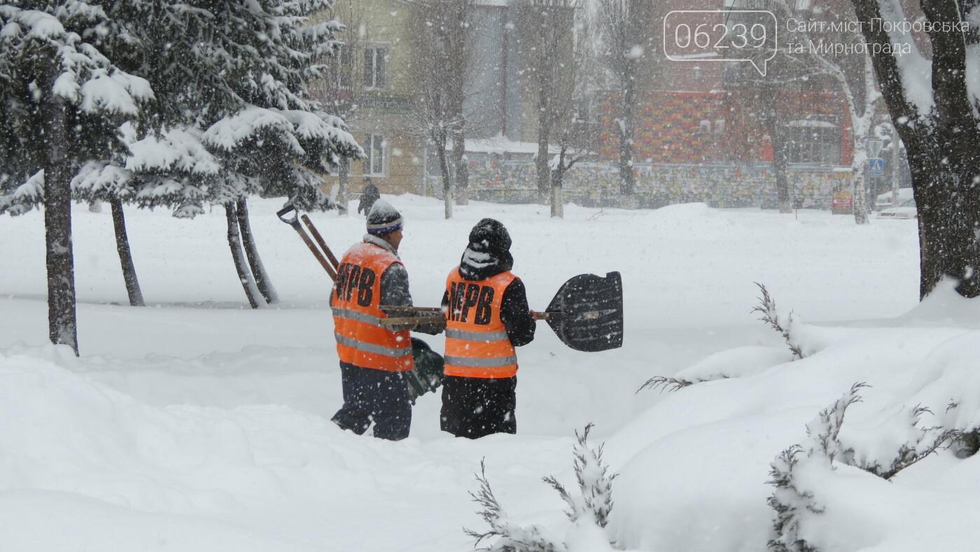 В Покровске с утра снегопад… работают коммунальщики и техника, фото-5