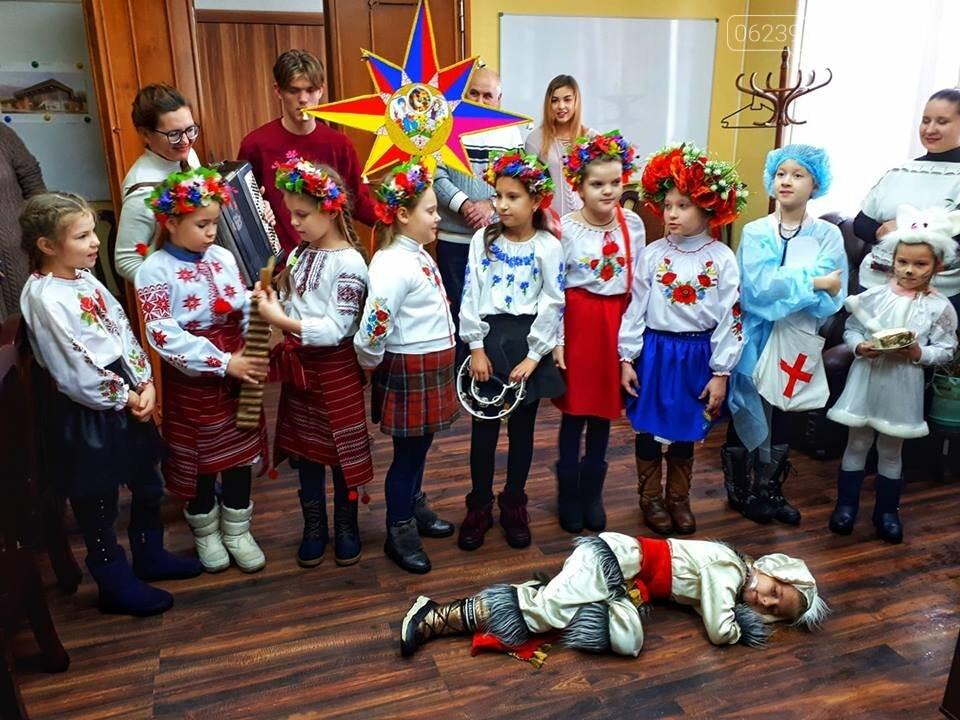 Покровські колядники завітали до місцевої адміністрації (ФОТОФАКТ), фото-1