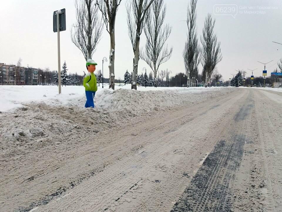 Попереджувальні манекени на дорогах Покровська: навіщо та де , фото-3