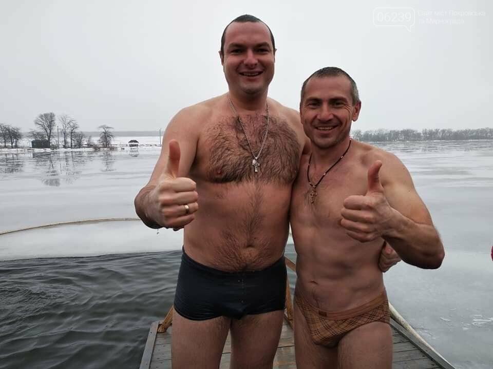 Крещение Господне: Жители Покровска ныряли в купель на Лысогорской плотине, фото-4