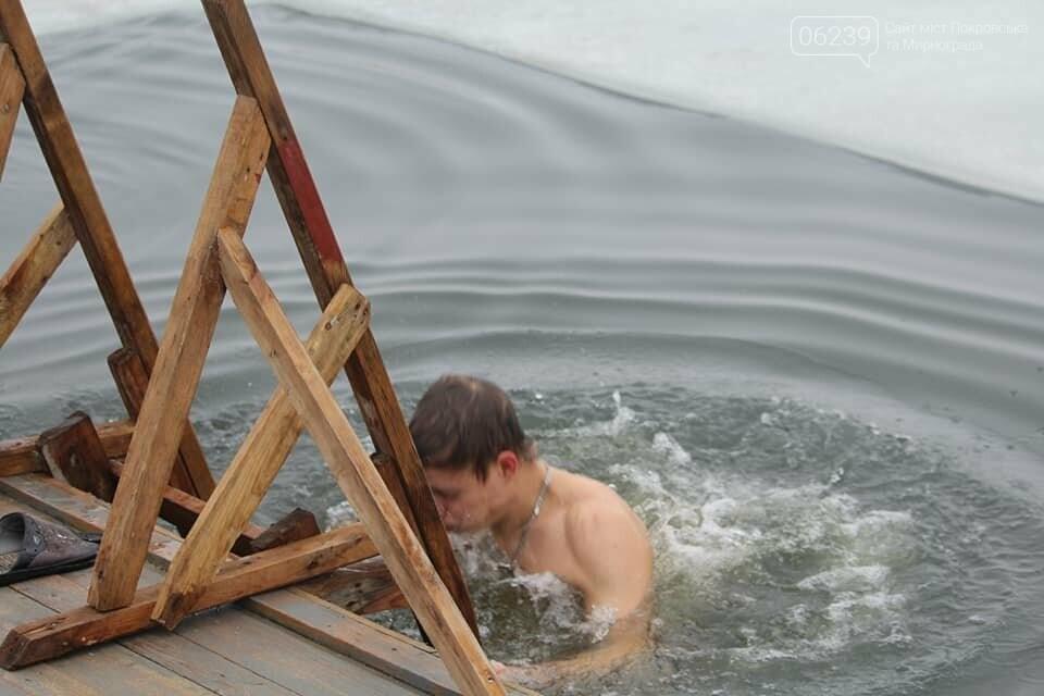 Крещение Господне: Жители Покровска ныряли в купель на Лысогорской плотине, фото-3