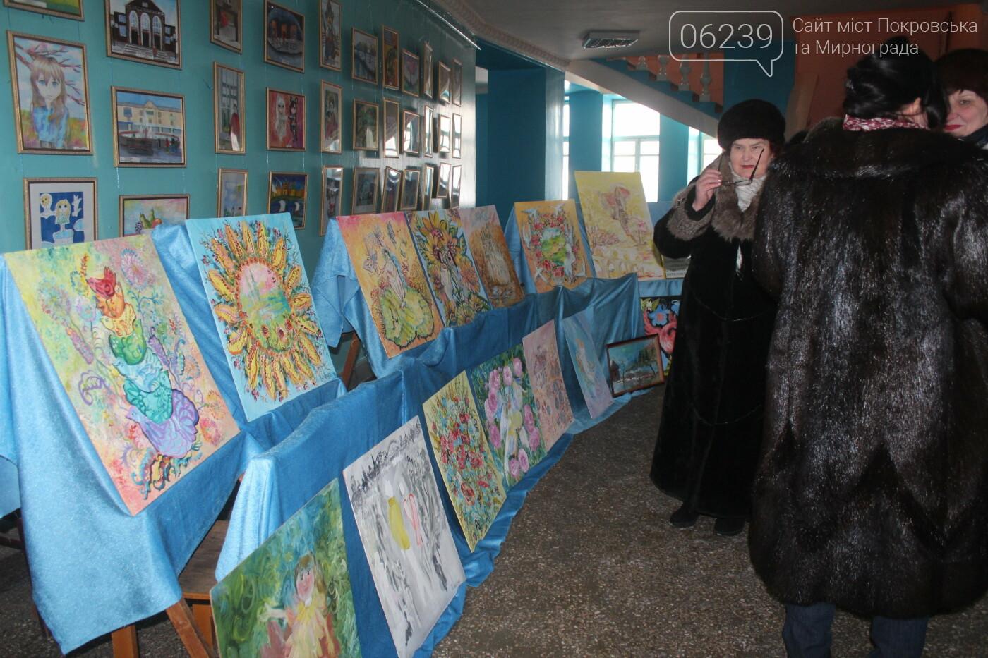 По случаю Дня соборности Украины в Мирнограде провели выставку украинского искусства, фото-9