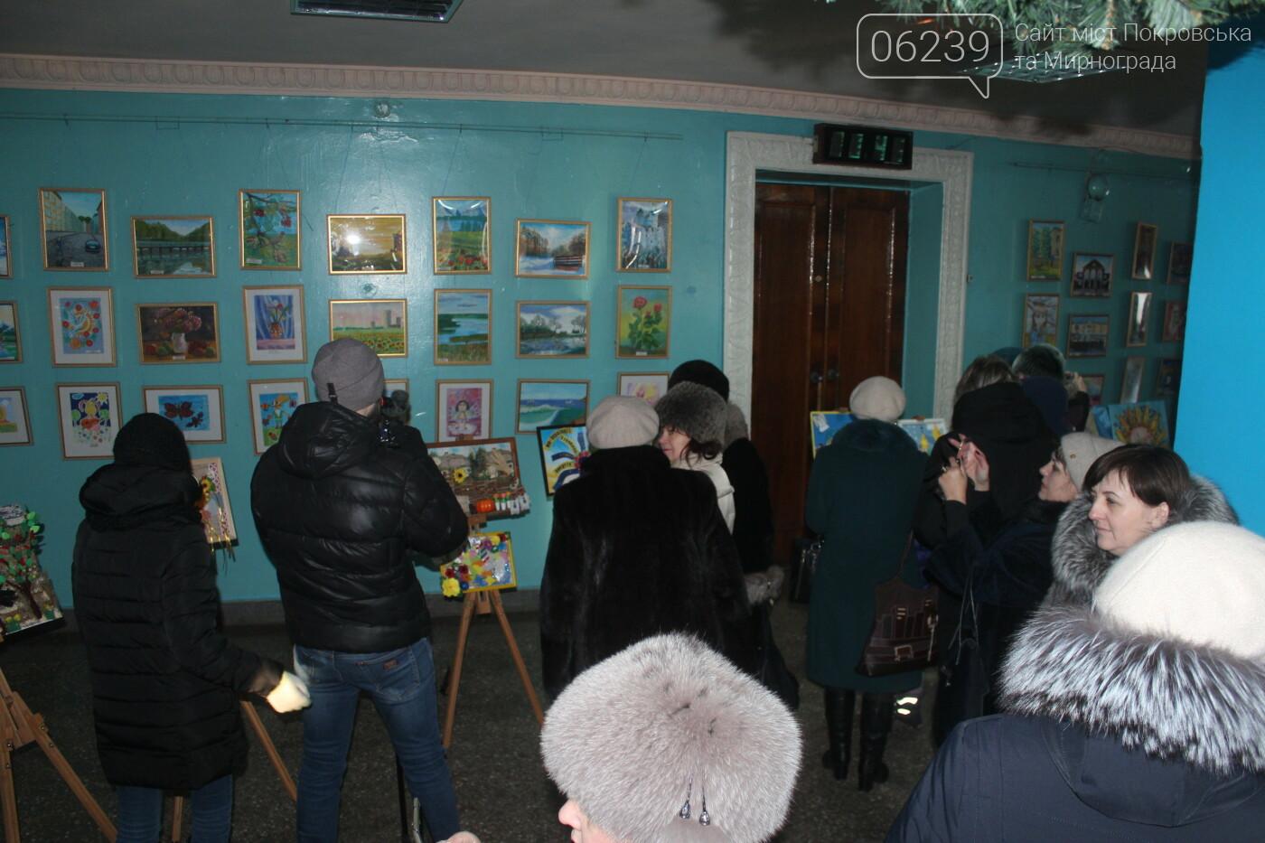 По случаю Дня соборности Украины в Мирнограде провели выставку украинского искусства, фото-2