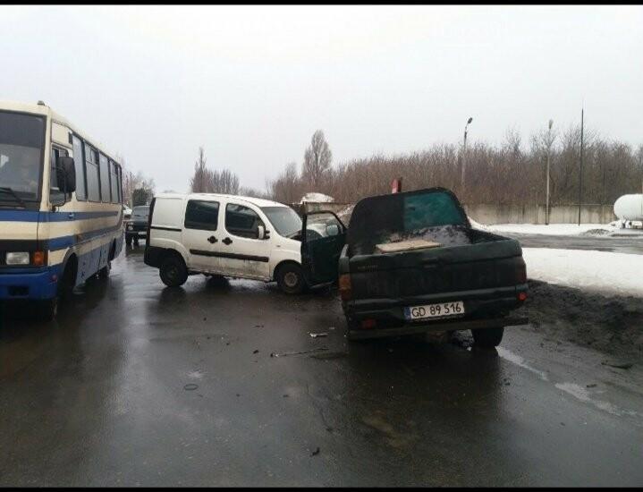 В Покровске произошло ДТП: есть пострадавшие, фото-1