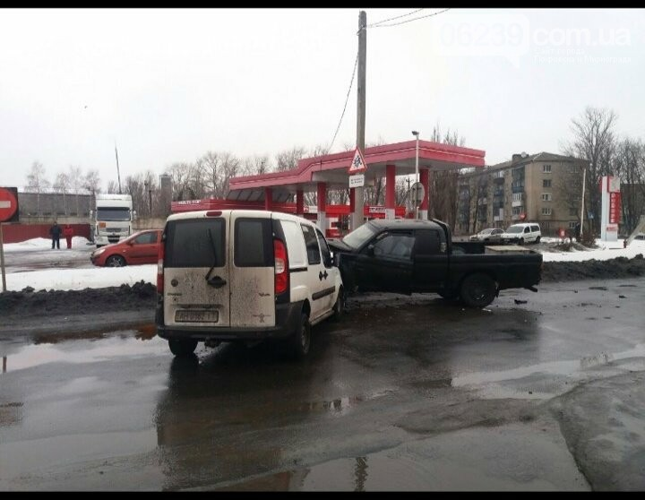 В Покровске произошло ДТП: есть пострадавшие, фото-3