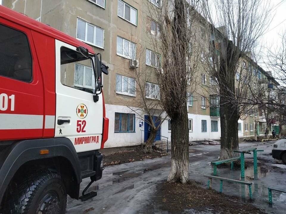 В Мирнограде в одном из подъездов многоквартирного дома произошел пожар, фото-1