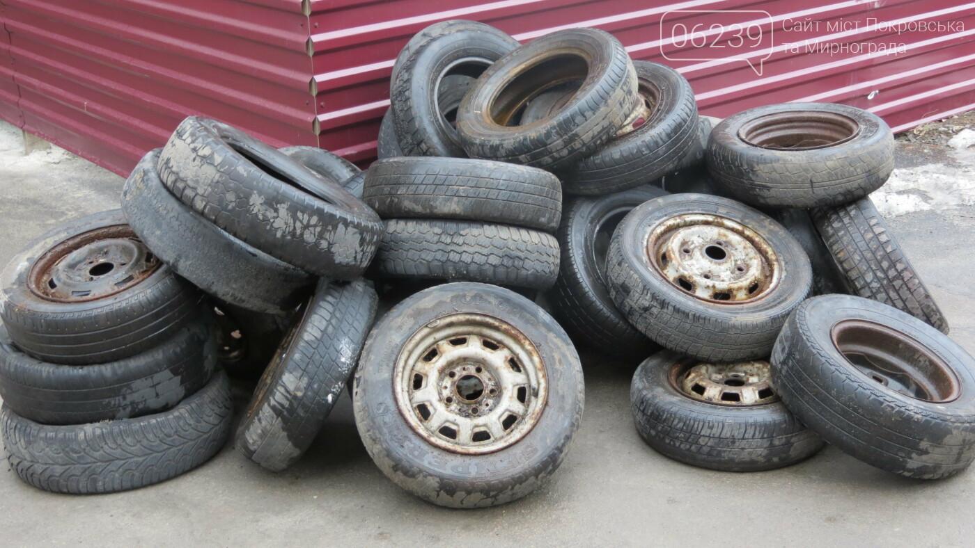 Покровские водители принесли испорченные шины под мэрию, фото-26