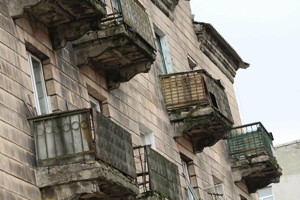 Опасный Покровск: на проспекте Шахтостроителей ветхие балконы угрожают жизни покровчан, фото-4