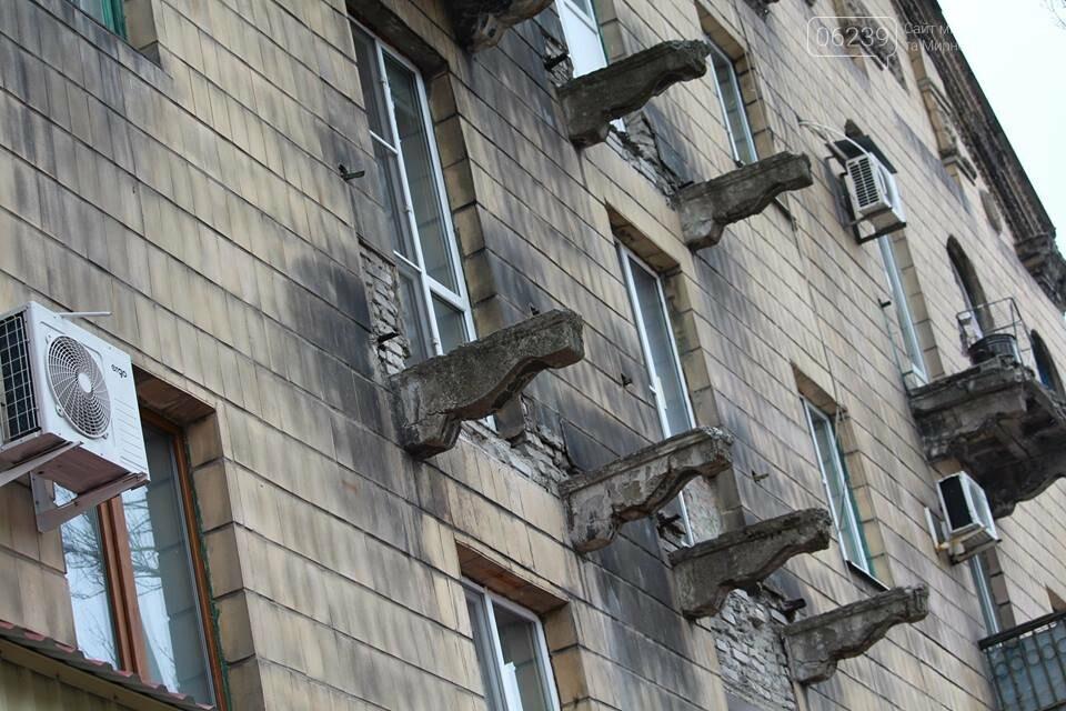 Опасный Покровск: на проспекте Шахтостроителей ветхие балконы угрожают жизни покровчан, фото-2