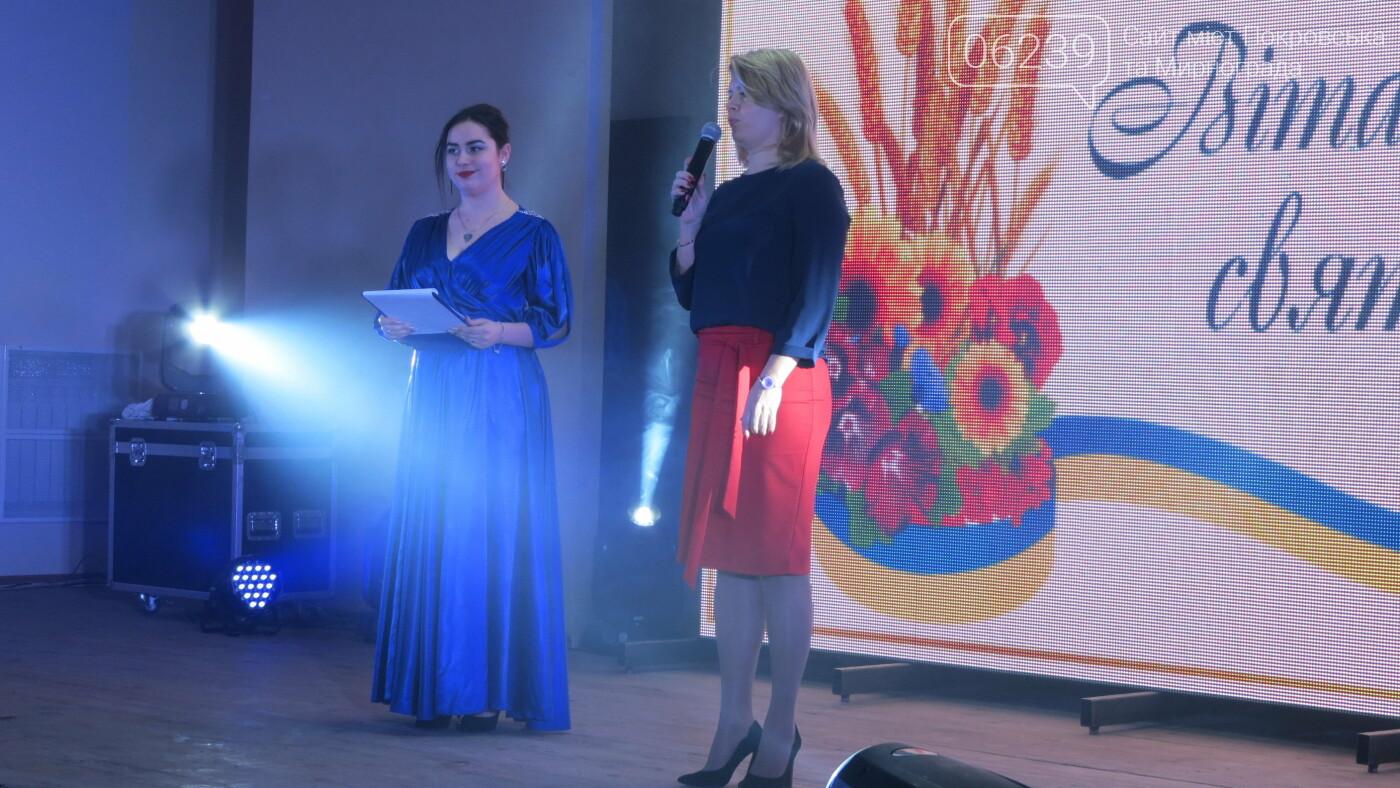 В Покровске танцами, песнями, грамотами и подарками поздравили коммунальщиков (ФОТО), фото-10