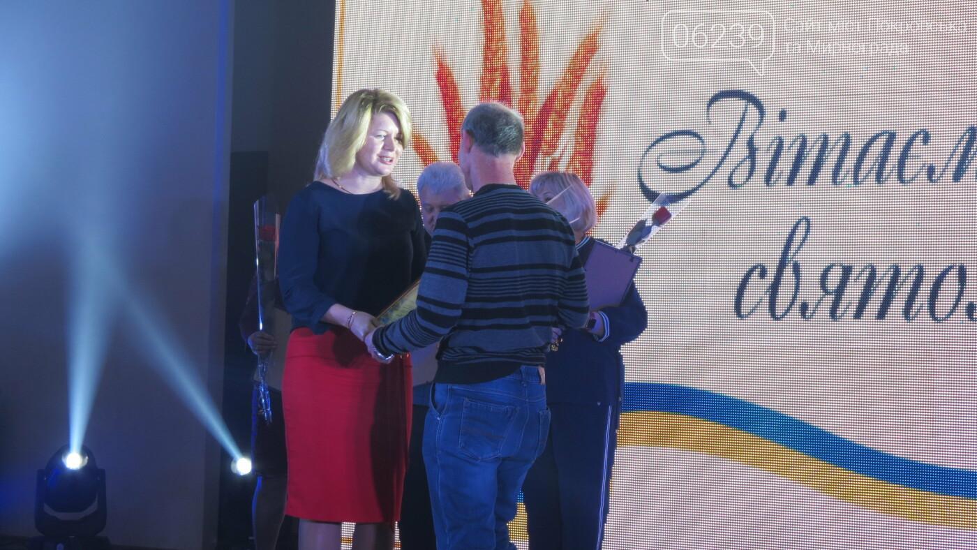 В Покровске танцами, песнями, грамотами и подарками поздравили коммунальщиков (ФОТО), фото-11