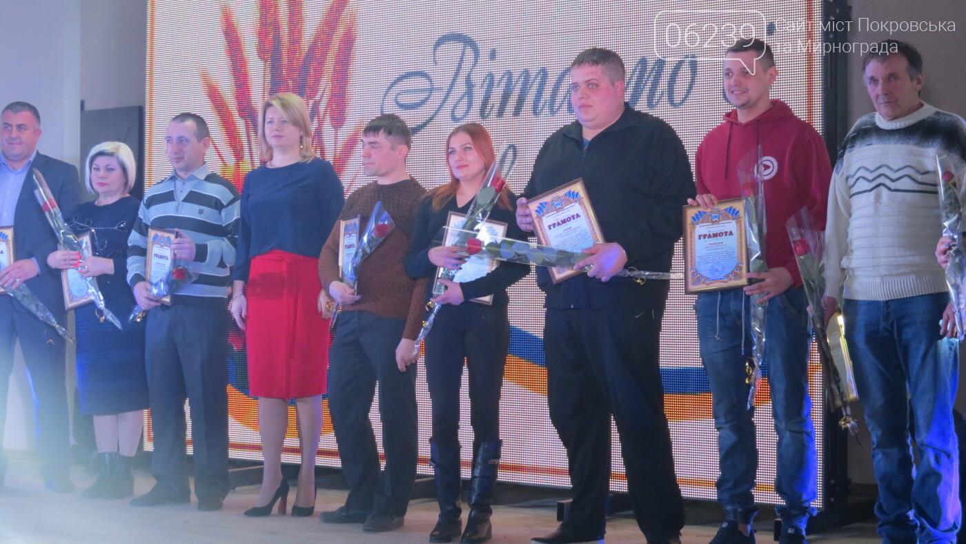 В Покровске танцами, песнями, грамотами и подарками поздравили коммунальщиков (ФОТО), фото-24