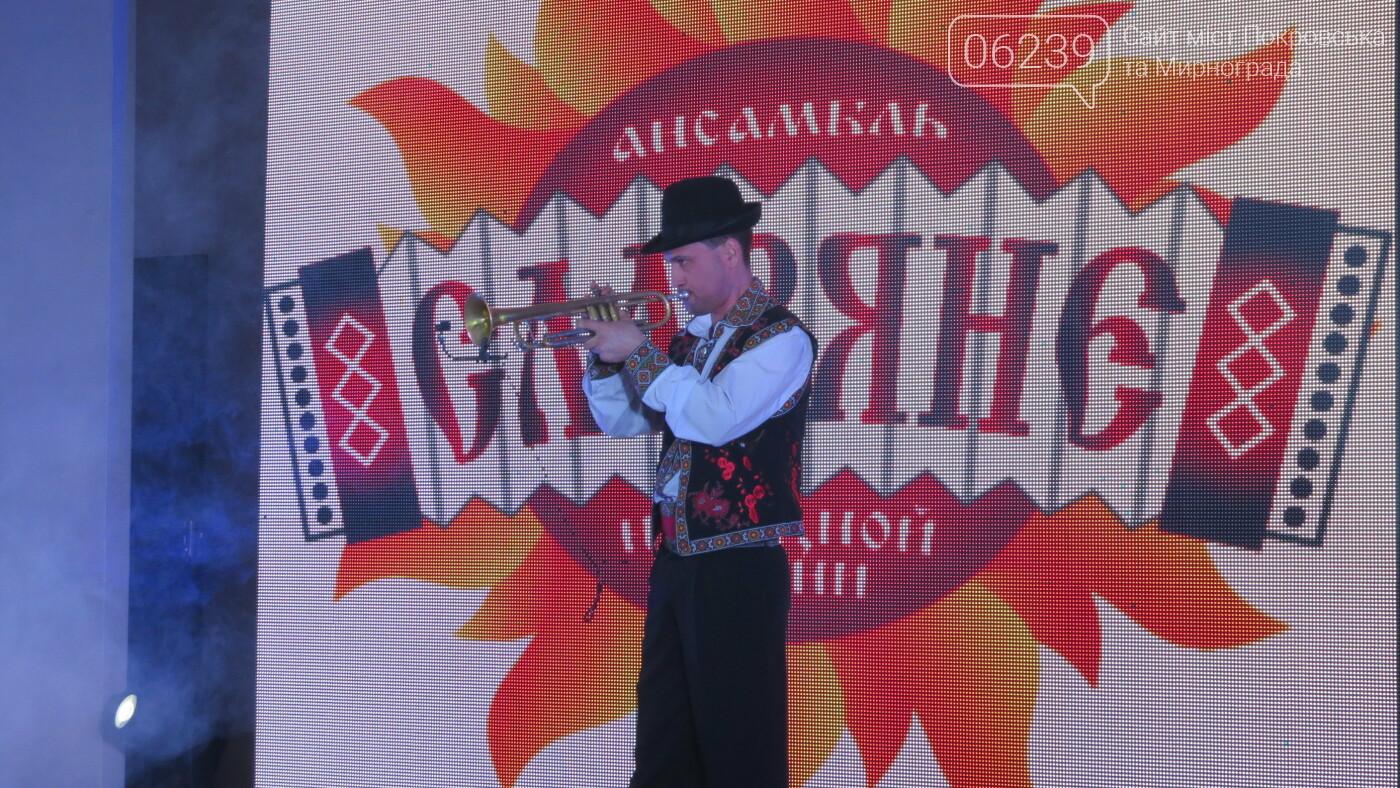 В Покровске танцами, песнями, грамотами и подарками поздравили коммунальщиков (ФОТО), фото-31