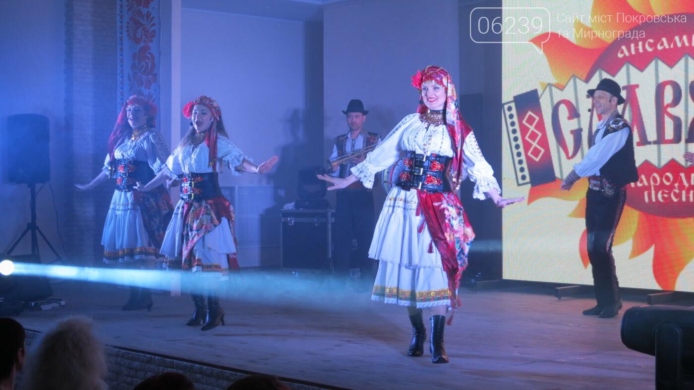 В Покровске танцами, песнями, грамотами и подарками поздравили коммунальщиков (ФОТО), фото-39