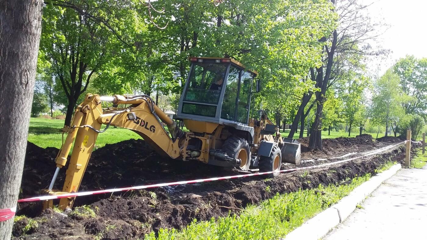 Мэр Мирнограда проинспектировал работы по реконструкции парка им.Гагарина, фото-2