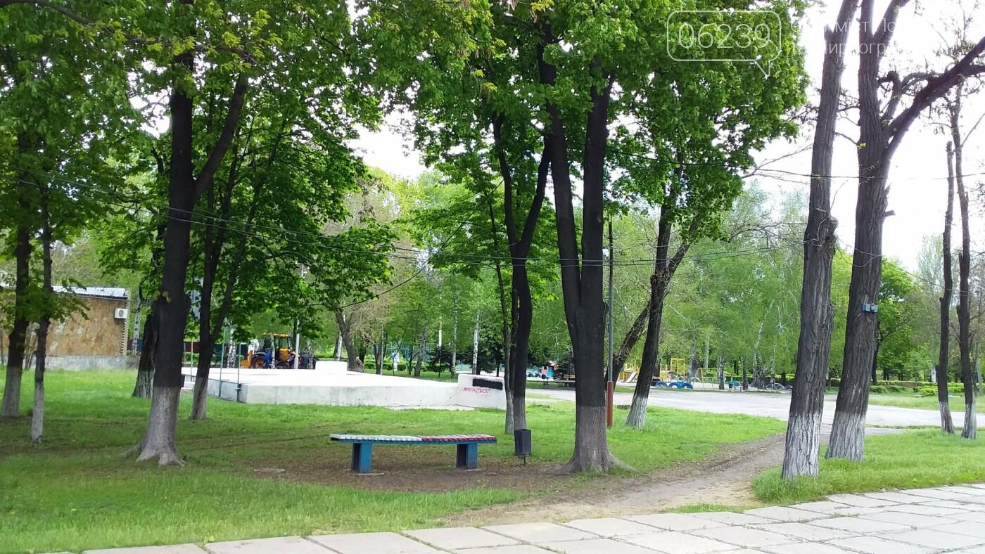 Мэр Мирнограда проинспектировал работы по реконструкции парка им.Гагарина, фото-3