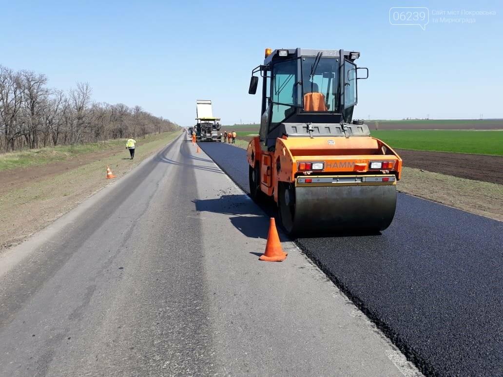 Водіїв Покровська та Мирнограда попереджають: на ділянці траси Н-32 працює важка спецтехніка, фото-2