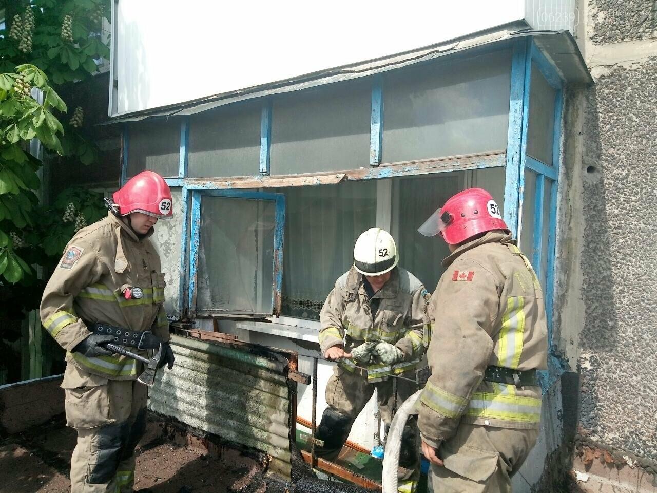 В Мирнограде горел балкон многоэтажного здания, фото-1