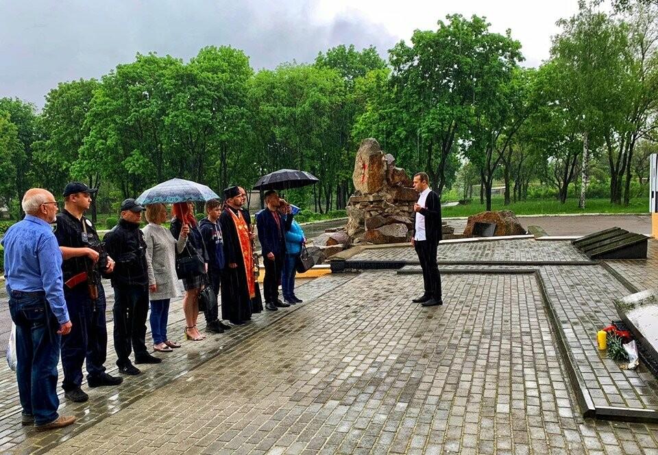 У Мирнограді пройшла акція до Дня пам`яті та примирення, фото-7