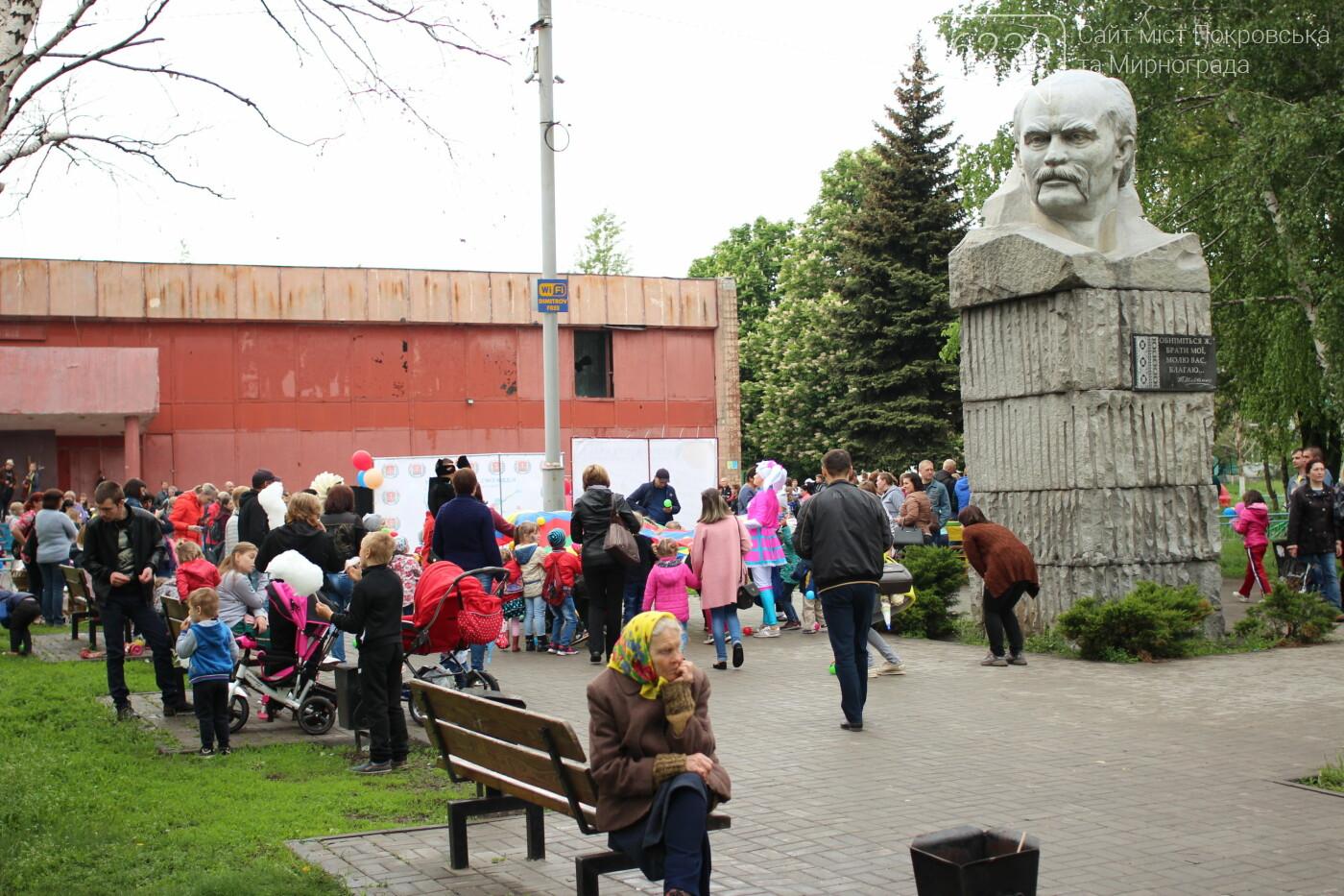 В Мирнограде ярко и красочно отметили Международный День семьи и День матери , фото-13
