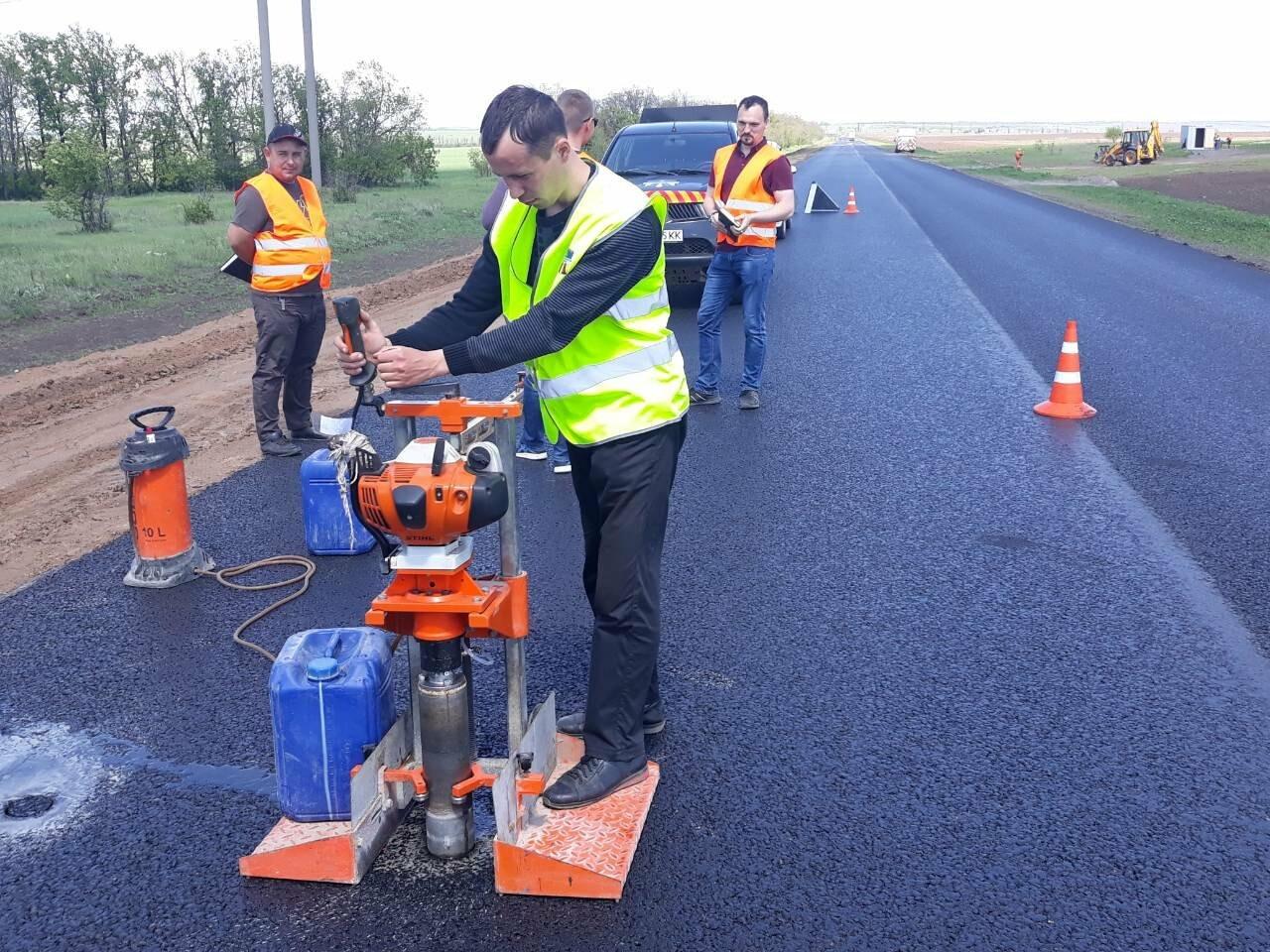 Безпека руху: між Мирноградом та Костянтинівкою відремонтовано 4 км національної траси Н-32, фото-1