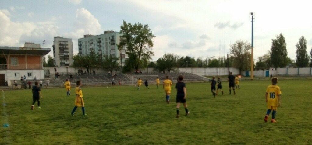 Перенесенный тур чемпионата Донецкой области по футболу среди юношей: Мирноград сильнее Покровска , фото-1