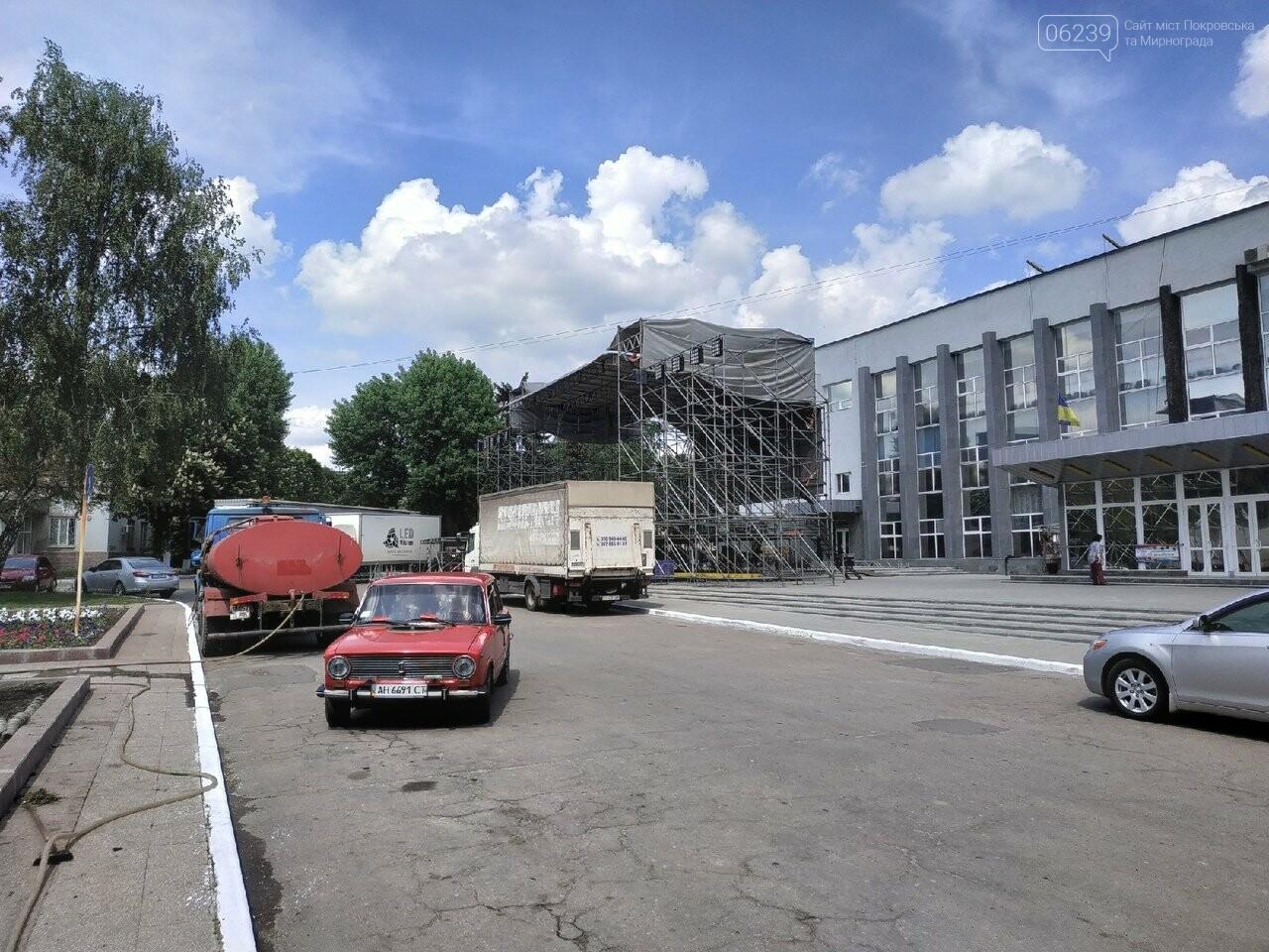 В Покровске на площади Шибанкова проходит подготовка ко Дню Европы, фото-2
