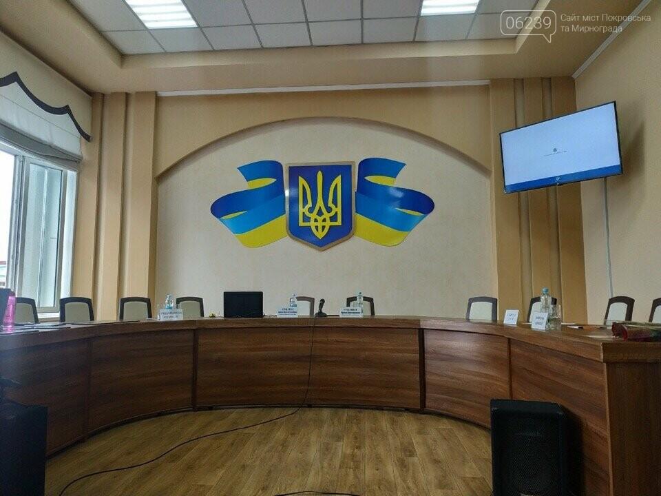 Традиционное опоздание: Сессия горсовета Покровска никак не начнётся, фото-1