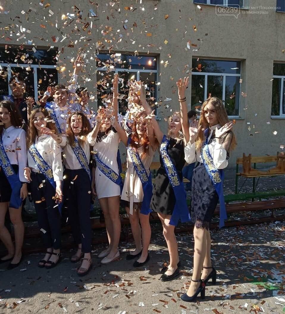 Сегодня в школах Мирнограда прозвучал последний звонок (фото со всех школ города) , фото-6
