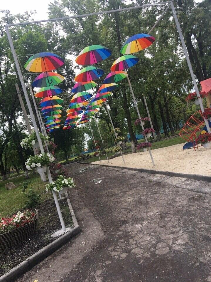 Новое место для фото: в Родинском появилась аллея парящих зонтиков, фото-1