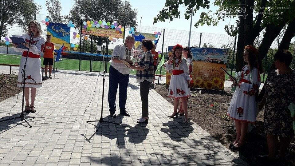 У Покровському районі урочисто відкрили шостий спортивний майданчик зі штучним покриттям для гри в міні-футбол, фото-1