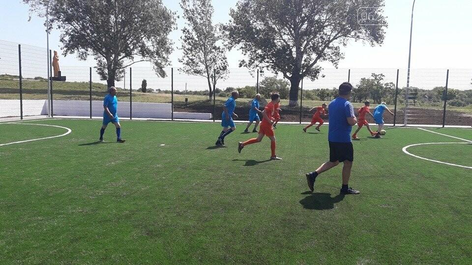 У Покровському районі урочисто відкрили шостий спортивний майданчик зі штучним покриттям для гри в міні-футбол, фото-2