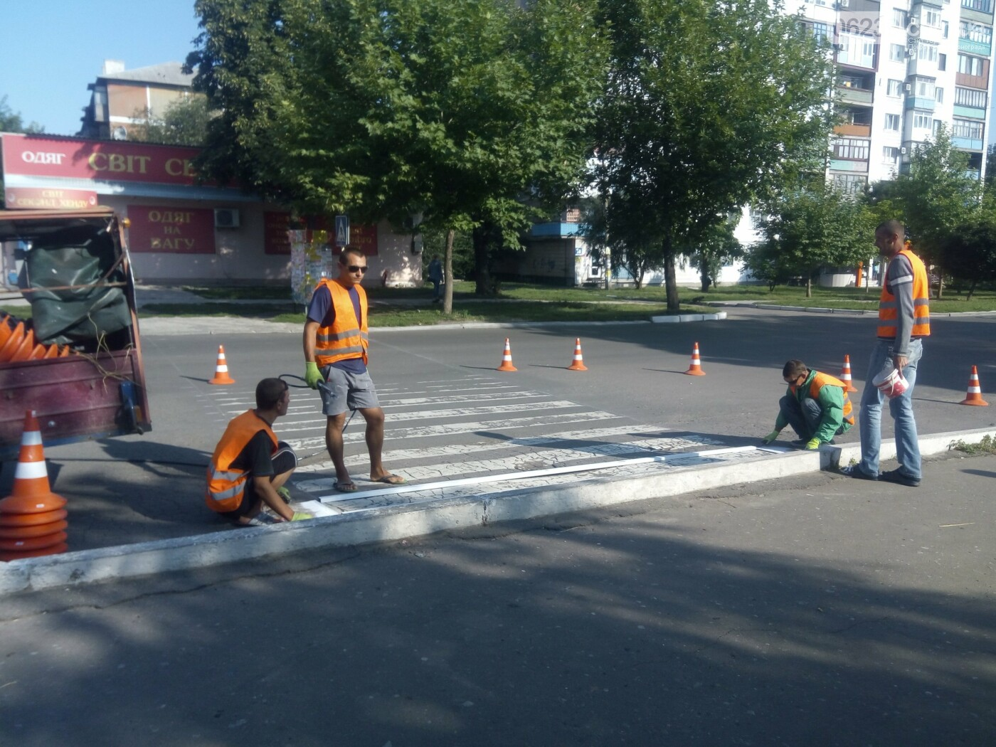 В Покровске коммунальщики обновляют пешеходные переходы , фото-2