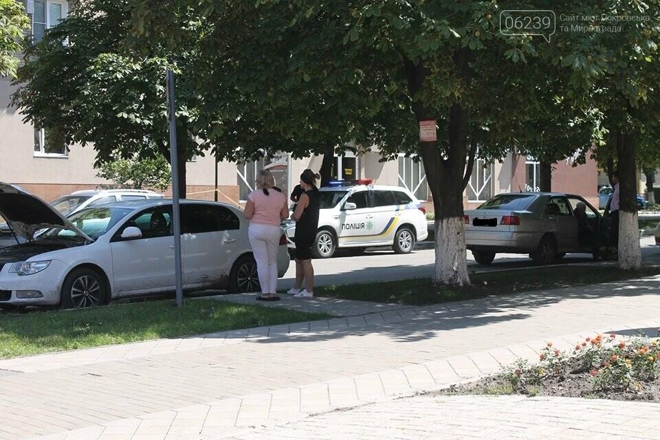 В Покровске на проспекте Шахтостроителей водители не поделили дорогу, фото-1