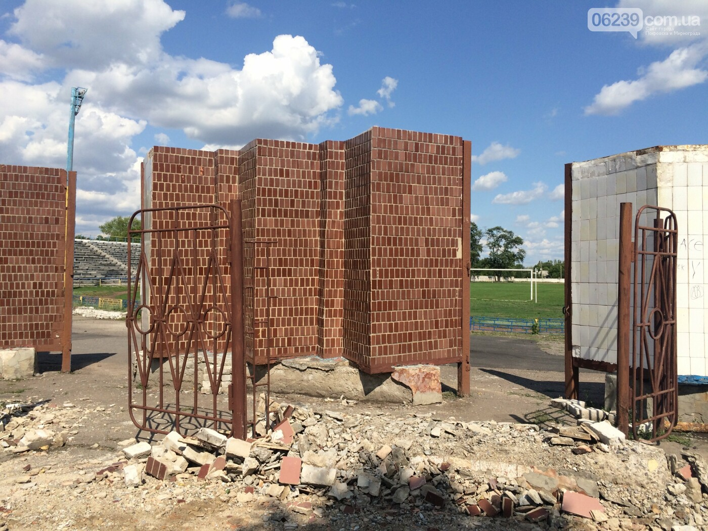 В Мирнограде ремонтируют стадион ко Дню шахтера и Дню города , фото-2