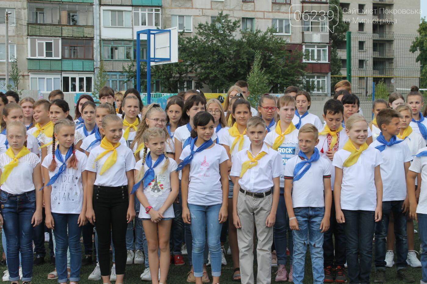 В Покровске День флага отметили праздничным флешмобом (ФОТО), фото-1