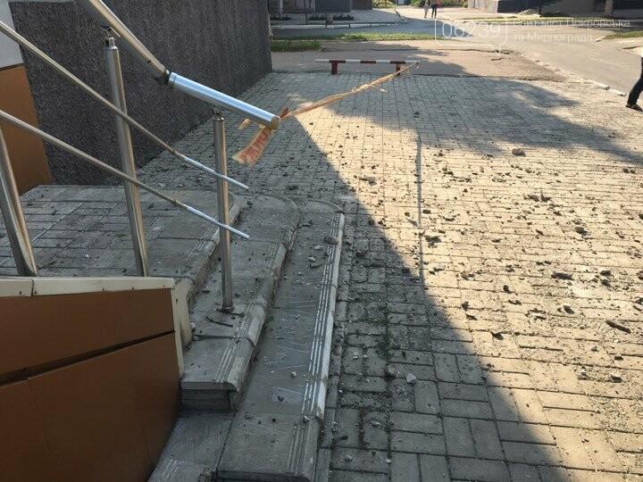 В Покровске после ремонта кровли коммунальщики оставили кучи мусора , фото-4