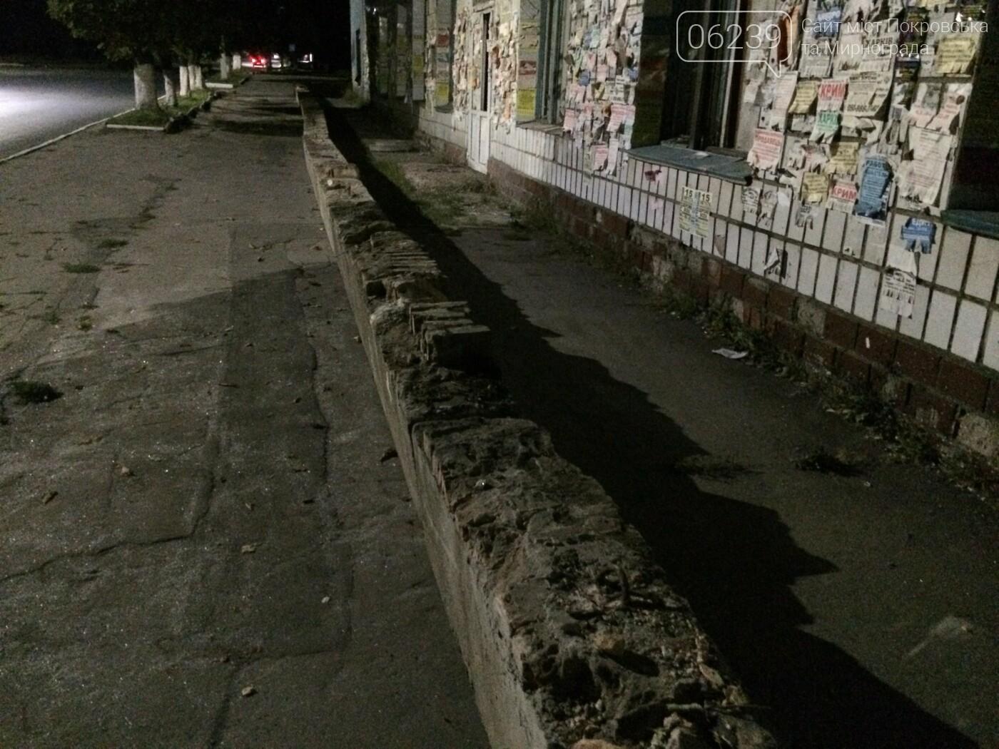 В Мирнограде обезопасили проход возле аварийного здания бывшего ИВЦ, фото-3