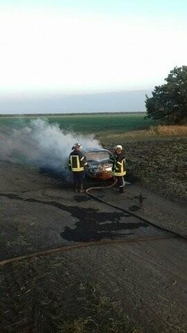 Утренний пожар: в Покровском районе сгорел автомобиль (ФОТО), фото-2