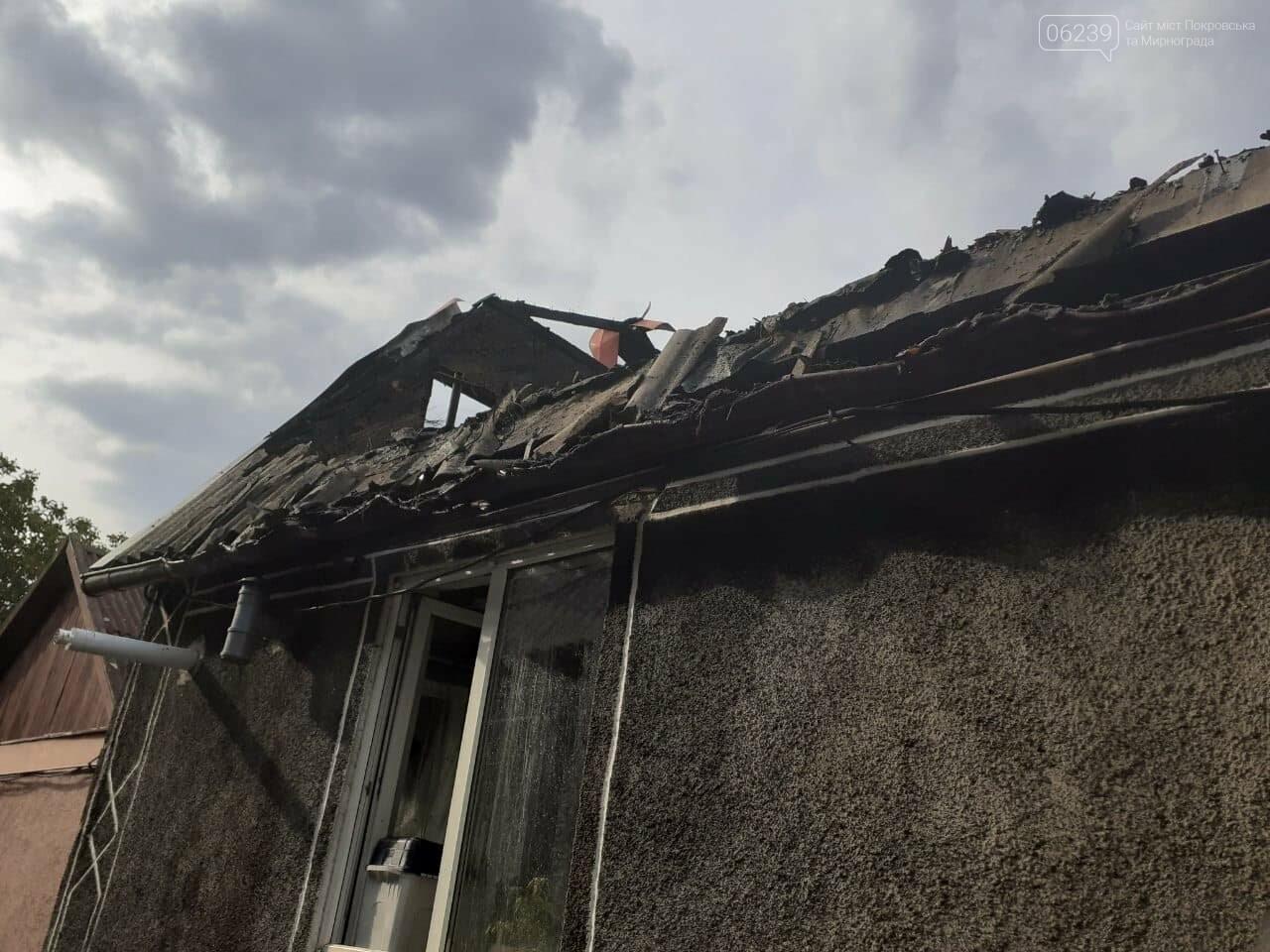 Остались без крыши над головой: в Покровске горел жилой дом (ФОТО), фото-1