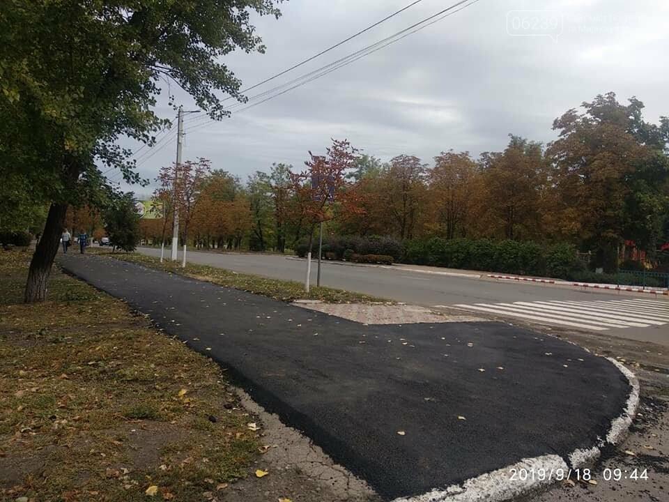 В центральной части Мирнограда отремонтировали тротуар , фото-3